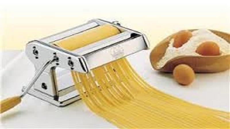 tuto comment faire des spaghettis maison la tutoth que. Black Bedroom Furniture Sets. Home Design Ideas